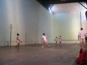 Women in action on the Boise handball court. Photo: Courtesy of Edu Sarria.