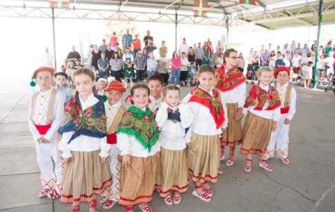 The younger dance group Eskualdun Izarrak.