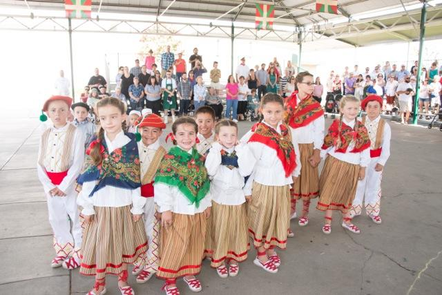 The+younger+dance+group+Eskualdun+Izarrak.