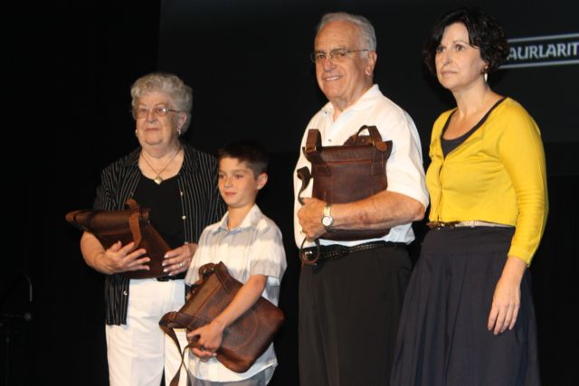 Gerri Achurra, Gaizka Malone and Al Erquiaga were given awards by Basque Foreign Affairs Secretary Maria Elorza