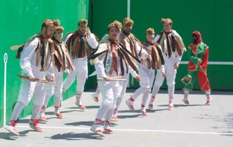 Gauden Bat performs Otxagi dance