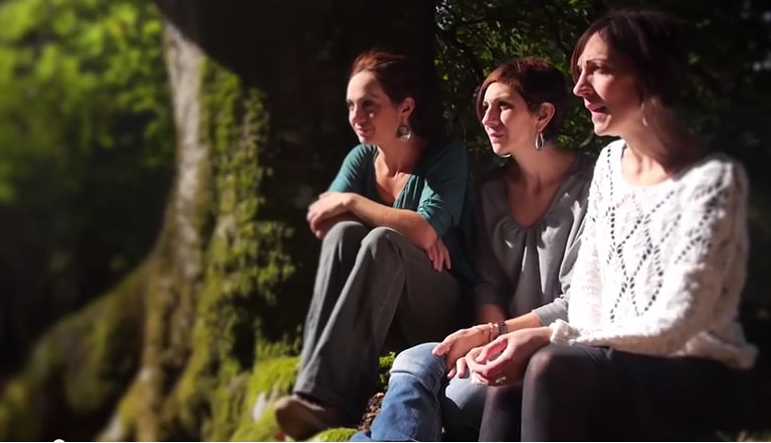 The+sister+trio+Aire+Ahizpak