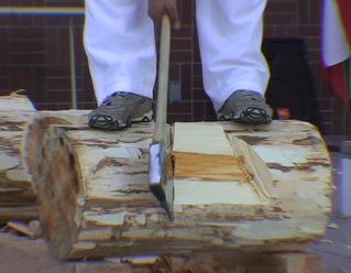 Stepahanie Braña chops a thick log