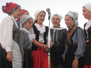 Udaleku girls sing a song in Euskera