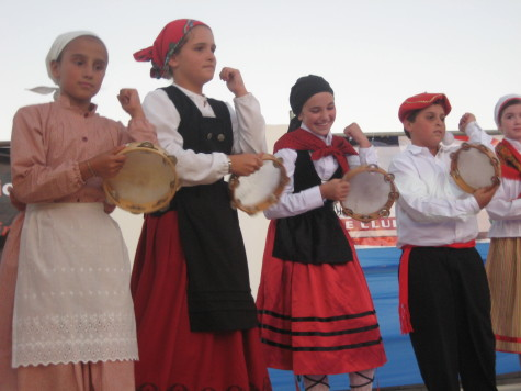 Kids learned to play the pandero