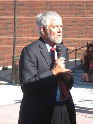 William Douglass speaks at dedication of Center of Basque Studies