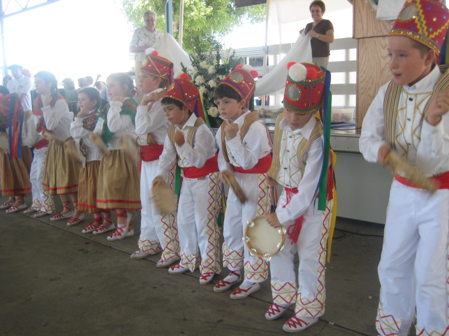 A tambourine dance was incorporated after Udaleku.