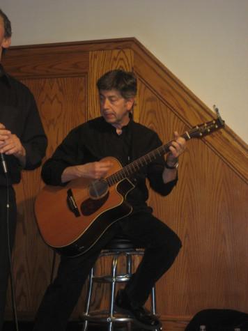 Guitarist Mixel Ducau accompanies the duo Pantxoa eta Peio