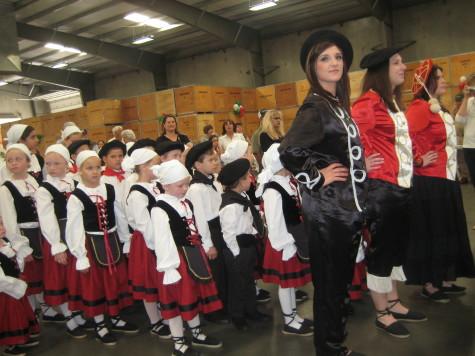 Dancers kick off the Fresno Basque festival. Photo: Euskal Kazeta.