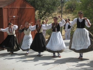 The girls from the Gauden Bat dance group twirl for the crowd. Photo: Euskal Kazeta.
