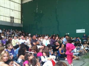 A large local crowd in the fronton of Añorga in Donostia enjoy dancing by Arkaitz and Oinkaris.