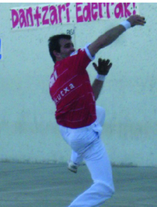 Basque player Fernando Goñi, Bakersfield 2009. Photo: U.S. Federation of Pelota.