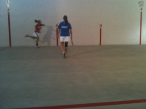 The two NABO teams played a seesaw contest during Jaialdi 2010. Photo: Euskal Kazeta