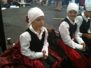 Young Basque dancers take a break after performing. Photo: Euskal Kazeta.
