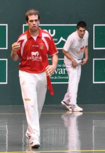Imanol Landiribar of Spain battled Tony Huarte of Team USA Saturday. Photo: International Federation of Basque Pelota.